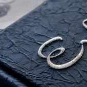 Elsőként a világon kínálunk hímzés borító egyéniesedést